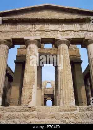 Italy. Sicily. Agrigento. Valley of the Temples. Temple of Concordia, ca.440-430 BC. Doric style. UNESCO World Heritage Site. - Stock Photo