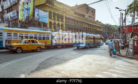 May 27,2018. Kolkata,West bengal,India. View of Indian city road with morning traffic in front of heritage Colonial building. - Stock Photo
