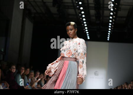 Berlin, Germany. 05th July, 2018. The photo shows models on the catwalk with the collection spring/summer 2019 of the designer Lana Müller Credit: Simone Kuhlmey/Pacific Press/Alamy Live News - Stock Photo