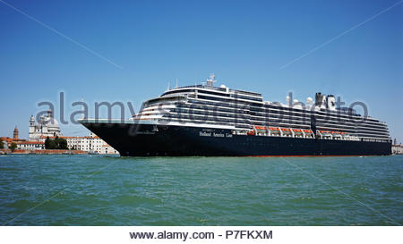 MS Oosterdam cruise ship of the Holland America Line in the Bacino St Marco: Venice, Italy. - Stock Photo