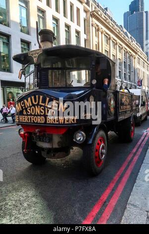 London, UK. 6th July 2018 - London - England - McMullen & Son Brewery liveried 1932 Sentinel SC4 coal fired lorry travels through City of London - Credit : Brian Duffy/Alamy Live News - Stock Photo