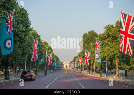 Horse Guards Parade, London, UK. 6 July, 2018. RAF100, an exhibition of aircraft covering the RAF's history, from WW1 and WW2 through to the modern age are displayed at Horse Guards Parade in central London, open to the public from 11.00am on 6th till 9th July 2018. The Royal Air Force Ensign flag lines The Mall, lit by early morning sun. Credit: Malcolm Park/Alamy Live News. - Stock Photo