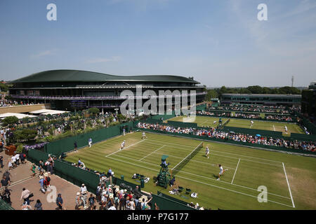 London, UK. 6th July 2018, All England Lawn Tennis and Croquet Club, London, England; The Wimbledon Tennis Championships, Day 5; General view of outside courts with the court 1 in background Credit: Action Plus Sports Images/Alamy Live News Credit: Action Plus Sports Images/Alamy Live News Credit: Action Plus Sports Images/Alamy Live News - Stock Photo