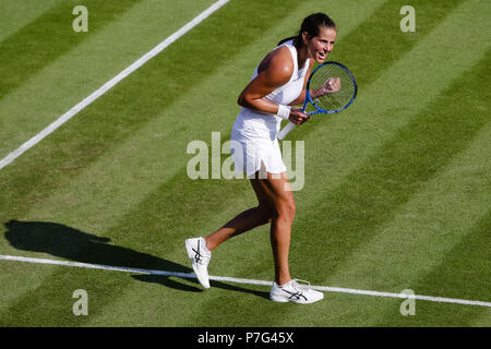 London, UK, 6th July 2018: For the first time in her career german tennis player Julia Goerges has reached the round of 16 at the Wimbledon Tennis Championships 2018 at the All England Lawn Tennis and Croquet Club in London. Credit: Frank Molter/Alamy Live news - Stock Photo