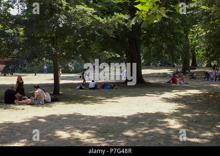 London,UK,6th July 2018,People take shade under trees in St James's Park in Central London, as the weather forecast is to remain hot and sunny for the foreseeable future so far this is the hottest summer since 1976 ©Keith Larby/Alamy Live News - Stock Photo