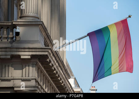 London, UK. 6th July 2018. The Institute of Directors, in Pall Mall, flies a rainbow flag in honour of London Pride. Credit: Guy Bell/Alamy Live News - Stock Photo