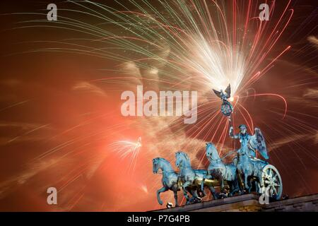(180706) -- BERLIN, July 6, 2018 (Xinhua) -- Fireworks light the sky over Brandenburg Gate during the celebration for the New Year in Berlin, Germany on Jan. 1, 2015. (Xinhua/Zhang Fan) (wtc) - Stock Photo