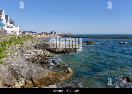 Rocky coast and beach of Saint Michel in the background at Batz-sur-Mer, a commune in the Loire-Atlantique department in western France. The town lies - Stock Photo