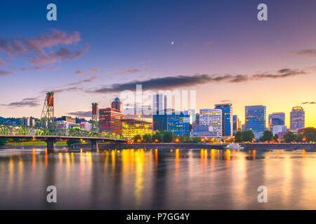 Portland, Oregon, USA skyline at dusk on the Willamette River. - Stock Photo