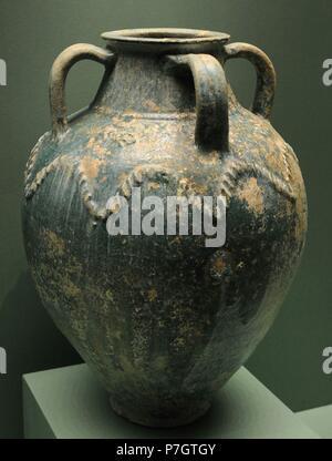 Vessel. Glazed ceramics. Caliphate (Iraq?). 8th-9th centuries. Islamic. The State Hermitage Museum. Saint Petersburg. Russia. - Stock Photo