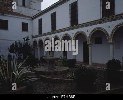 CLAUSTRO. Location: CONVENTO DE LA MADRE DE DIOS, BAENA, CORDOBA, SPAIN. - Stock Photo