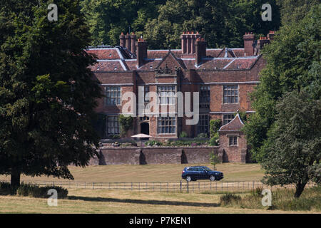 Princes Risborough, UK. 6th July, 2018. Chequers, the Prime Minister's official country residence, during a crunch summit meeting of Theresa May and her Cabinet to debate and to try to decide upon the UK's Brexit proposal for its future relationship with the European Union. The Prime Minister has put forward a new 'third way' on customs known as the 'facilitated customs arrangement' (FCA). Some reports suggest that taxis are on standby for any Ministers failing to agree a plan during the summit today. Credit: Mark Kerrison/Alamy Live News - Stock Photo