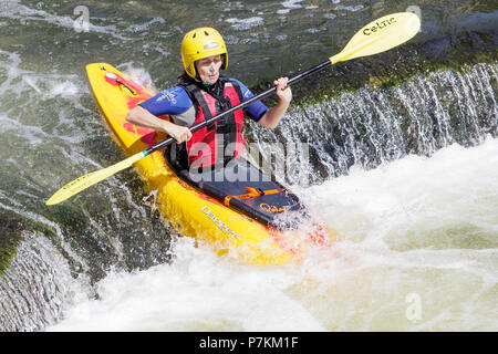 Bath, UK, 7th July, 2018.  As Bath enjoys another very hot and sunny day canoists are pictured enjoying the warm weather in the River Avon as they practice in the the weir in front of Pulteney Bridge Credit: lynchpics/Alamy Live News - Stock Photo