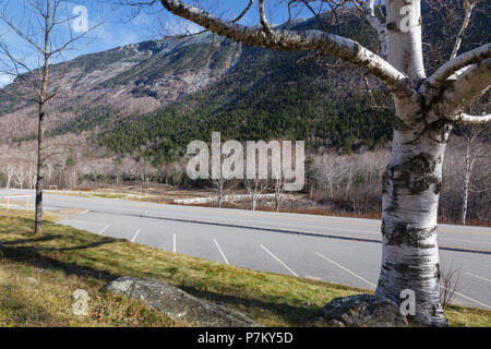 Crawford Notch State Park in Hart's Location, New Hampshire USA during the autumn months. - Stock Photo