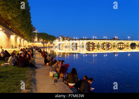 France, Haute Garonne, Toulouse, banks of the Garonne river, Henri Martin Promenade, Saint Pierre Bridge and Catalans Bridge - Stock Photo