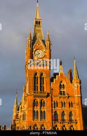 England, London, Kings Cross, St.Prancras Renaissance Hotel and St.Pancras Station Clock Tower - Stock Photo