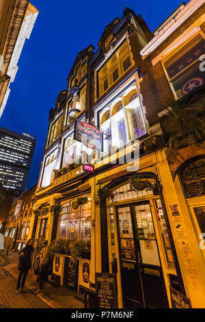 England, London, Southwark, London Bridge City, Old Kings Head Pub - Stock Photo