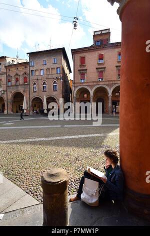 Italy, Emilia Romagna, Bologna, Piazza Santo Stefano, gallery with arcades covering 38 Km across the historic center - Stock Photo