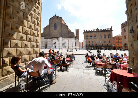 Italy, Emilia Romagna, Bologna, historical center, Piazza Maggiore, Basilica San Petronio - Stock Photo