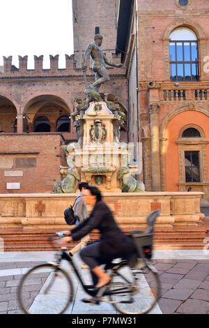 Italy, Emilia Romagna, Bologna, Historical center, Piazza del Nettuno, Fountain of Neptune (Fontana del Nettuno) of the 16th century - Stock Photo