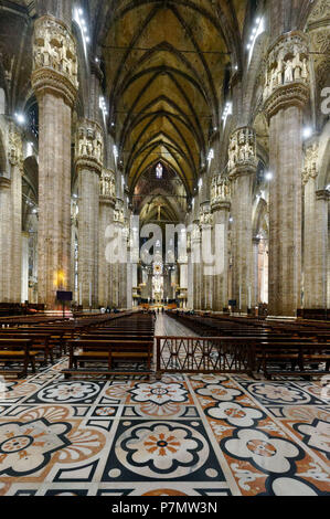 Italy, Lombardy, Milan, Piazza del Duomo, the Cathedral of the Nativity of the Holy Virgin (Duomo) built between the 14th century and the 19th century is the third largest church in the world - Stock Photo