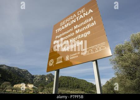 cartel anunciando el parque natural de la sierra de Tramuntana, bunyola, Mallorca, Balearic Islands, Spain. - Stock Photo