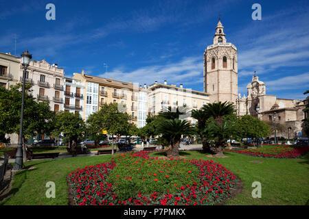Plaza de la Reina with the El Micalet bell tower and Valencia Cathedral - Stock Photo