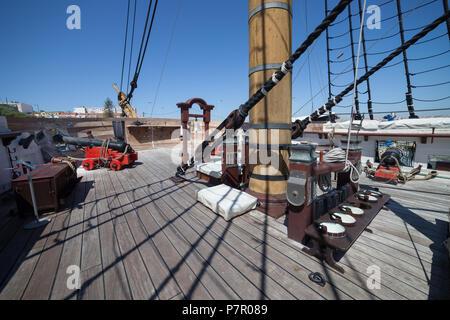 Fragata D. Fernando II e Gloria ship deck, 50 gun frigate of the Portuguese Navy in Cacilhas, Almada, Portugal, 19th century sailing warship museum - Stock Photo
