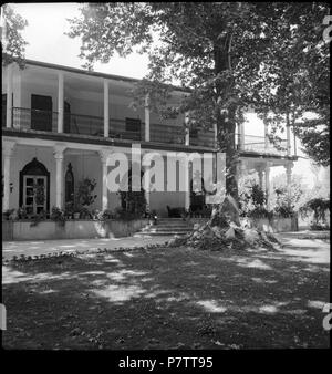 Iran, Meshed (Mashhad): Britisches Konsulat; Zweistöckiges Haus mit Säulen. from 1939 until 1940 73 CH-NB - Iran, Meshed (Mashhad)- Britisches Konsulat - Annemarie Schwarzenbach - SLA-Schwarzenbach-A-5-19-111 - Stock Photo