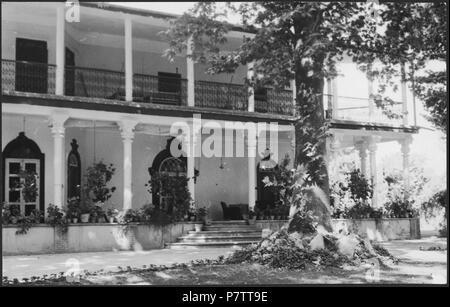 Iran, Meshed (Mashhad): Britisches Konsulat; Zweistöckiges Haus mit Säulen. from 1939 until 1940 73 CH-NB - Iran, Meshed (Mashhad)- Britisches Konsulat - Annemarie Schwarzenbach - SLA-Schwarzenbach-A-5-19-112 - Stock Photo