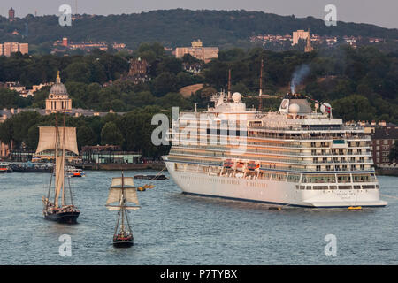 London, UK. 7th July, 2018. Sail Royal Greenwich Tall Ships Festival passes Greenwich University on the River Thames. Credit: Guy Corbishley/Alamy Live News - Stock Photo