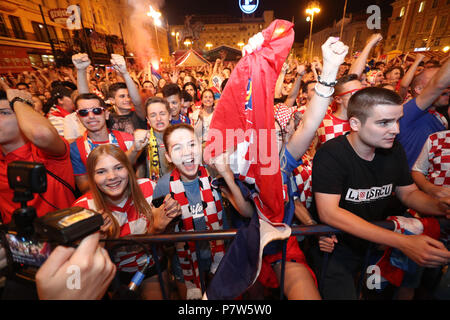 Zagreb, Croatia. 7th July, 2018. Fans of Croatia watch the 2018 FIFA World Cup quarterfinal match between Russia and Croatia in Zagreb, capital of Croatia, July 7, 2018. Croatia won 6-5 (4-3 in penalty shootout) and advanced to the semi-finals. Credit: Davor Puklavec/Xinhua/Alamy Live News - Stock Photo