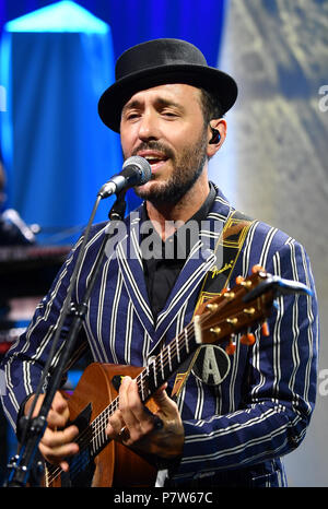 Germany, Berlin. 6th July, 2018. Charlie Winston, British singer, performs at the Stylenite held by the fashion label 'Michalsky' at the Tempodrom in Berlin. The collections for spring/summer 2019 are being presented at Berlin Fashion Week. Credit: Jens Kalaene/dpa-Zentralbild/dpa/Alamy Live News - Stock Photo