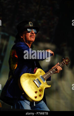 London, UK. 8 July 2018. Carlos Santana of Santana performing live on the Great Oak stage at the 2018 British Summer Time Festival in Hyde Park in London. Photo date: Sunday, July 8, 2018. Photo: Roger Garfield/Alamy Credit: Roger Garfield/Alamy Live News - Stock Photo