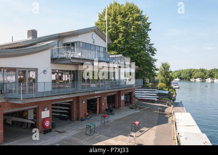 Marlow Rowing Club boathouse on the bank of the River Thames, at Bisham, Marlow, Buckinghamshire, England, UK. - Stock Photo