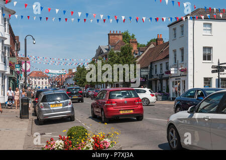 Marlow High Street, busy with traffic on a sunny Saturday. Marlow, Buckinghamshire, England, UK - Stock Photo