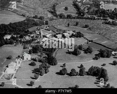 English: Black and white photograph from c.1930s showing the Church of Holy Trinity, Stapleton, Bristol, UK. The image shows an aerial view of the church from the north west, with the buildings of the surrounding settlement of Stapleton including fields, trees and allotments. 1 January 1930 195 Holy Trinity Church, Stapleton, Bristol, BRO Picbox-1-AVu-119, 1250x1250 - Stock Photo