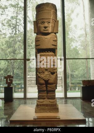 ESCULTURA DE GUERRERO ATLANTE-PIEDRA BASALTICA-PROCEDE TULA. Location: MUSEO NACIONAL DE ANTROPOLOGIA, MEXICO CITY, CIUDAD DE MEXICO. - Stock Photo