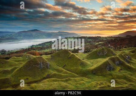 Sunrise at the Llangattock Escarpment in the Brecon Beacons National Park. - Stock Photo