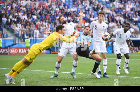 NIZHNY NOVGOROD, RUSSIA - JULY 06: Hugo Lloris, Olivier Giroud, Benjamin Pavard of France competes with Cristhian Stuani of Uruguay during the 2018 FIFA World Cup Russia Quarter Final match between Uruguay and France at Nizhny Novgorod Stadium on July 6, 2018 in Nizhny Novgorod, Russia. (Photo by Lukasz Laskowski/PressFocus/MB Media) - Stock Photo