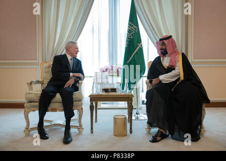 Saudi Arabia (Nov. 28, 2016) Secretary of the Navy (SECNAV) Ray Mabus meets with Deputy Crown Prince of Saudi Arabia, Muhammad bin Salman. Mabus is in the area as part of a multinational tour to meet with Sailors and Marines, and government and military leaders. - Stock Photo