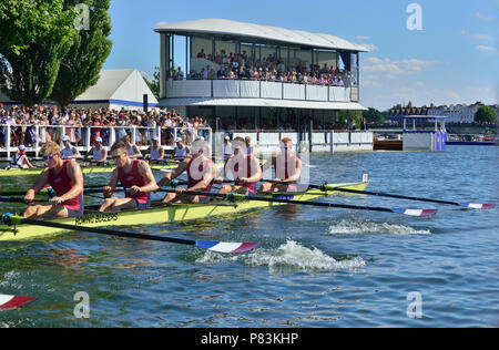 Henley-on-Thames, UK. 8th July, 2018. Temple Challenge Cup at Henley Royal Regatta. Oxford Brookes University 'A' team hopes of the 'double double' were decimated by their opposition from the University of Washington, USA. The Huskies never let the Brookes boat get ahead and put together a masterclass that broke every timing record. Brookes never stopped attacking and as such Washington had to pull out all the stops in order to break the Barrier record by one second, Fawley by four seconds and the course record by five seconds. - Stock Photo