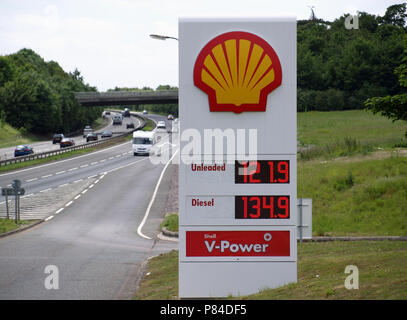 Totem sign at Shell filling station at Sutton Scotney Service Station, near Winchester, Hampshire, England, UK showing fuel prices in June 2008 - Stock Photo