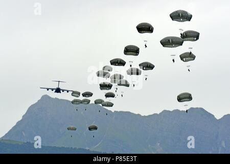 U.S. Army Paratroopers assigned to the 2nd Battalion, 503rd Infantry Regiment, 173rd Airborne Brigade, exit a C-17 Globemaster III at Juliet Drop Zone in Pordenone, Italy, June 13, 2018, during Exercise Bayonet Strike East, June 13, 2018. The 173rd Airborne Brigade is the U.S. Army Contingency Response Force in Europe, capable of projecting ready forces anywhere in the U.S. European, Africa or Central Commands' areas of responsibility. (U.S. Army photo by Paolo Bovo). () - Stock Photo
