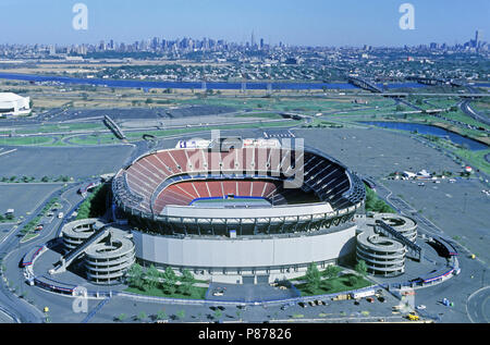 1990 HISTORICAL GIANT'S STADIUM (©KIVITT & MYERS 1976) MEADOWLANDS SPORTS COMPLEX EAST RUTHERFORD NEW JERSEY USA Stock Photo
