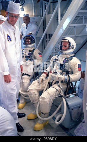 Gemini 11 Astronauts Charles Conrad Jr., (right), command pilot, and Richard F. Gordon Jr., (left), pilot, talk with technicians in the White Room atop Pad 19 during Gemini 11 countdown - Stock Photo