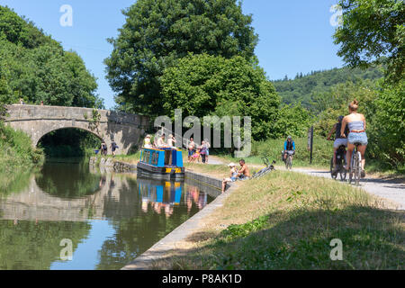 BATH, UK - JUNE 30, 2018 : Summers day on the Kennet and Avon Canal near Claverton in Somerset, England. Walkers, cyclists, boaters and anglers enjoyi - Stock Photo