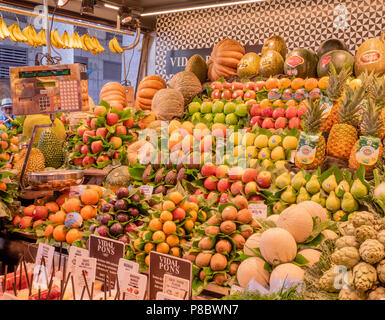 Fruits and vegetable stand at La Boqueria, a large public market in the Ciudad Vieja district of Barcelona, Catalonia, Spain. - Stock Photo