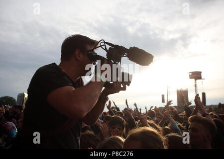Hoppegarten, Germany, cameraman films a cheering crowd at Lollapalooza Berlin 2017 at the Hoppegarten racecourse - Stock Photo