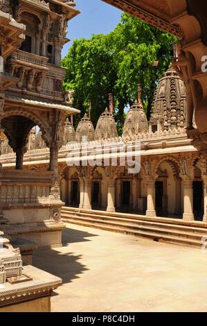 Gujarat: The Jain-Hindu Temple Panchasara in Ahmedabad-City - Stock Photo